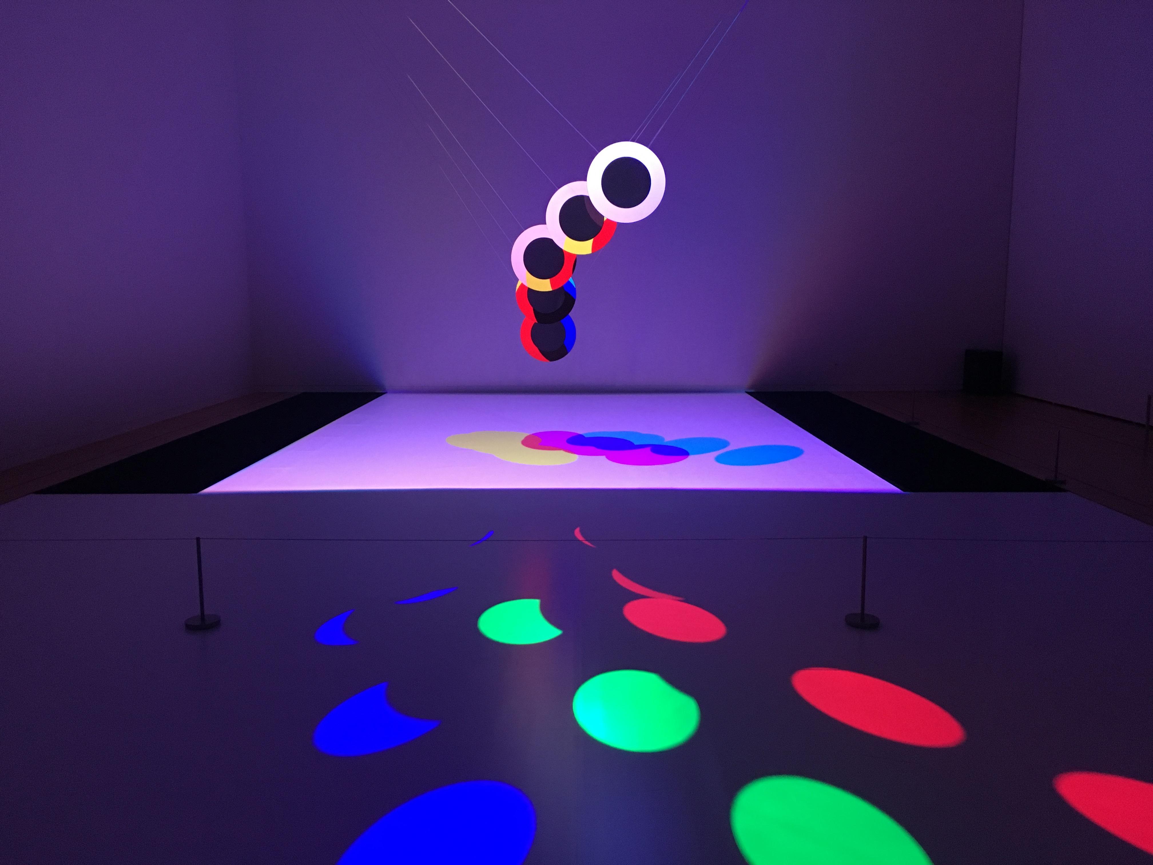 アート+コム/ライゾマティクスリサーチ 光と動きの「ポエティクス/ストラクチャー」