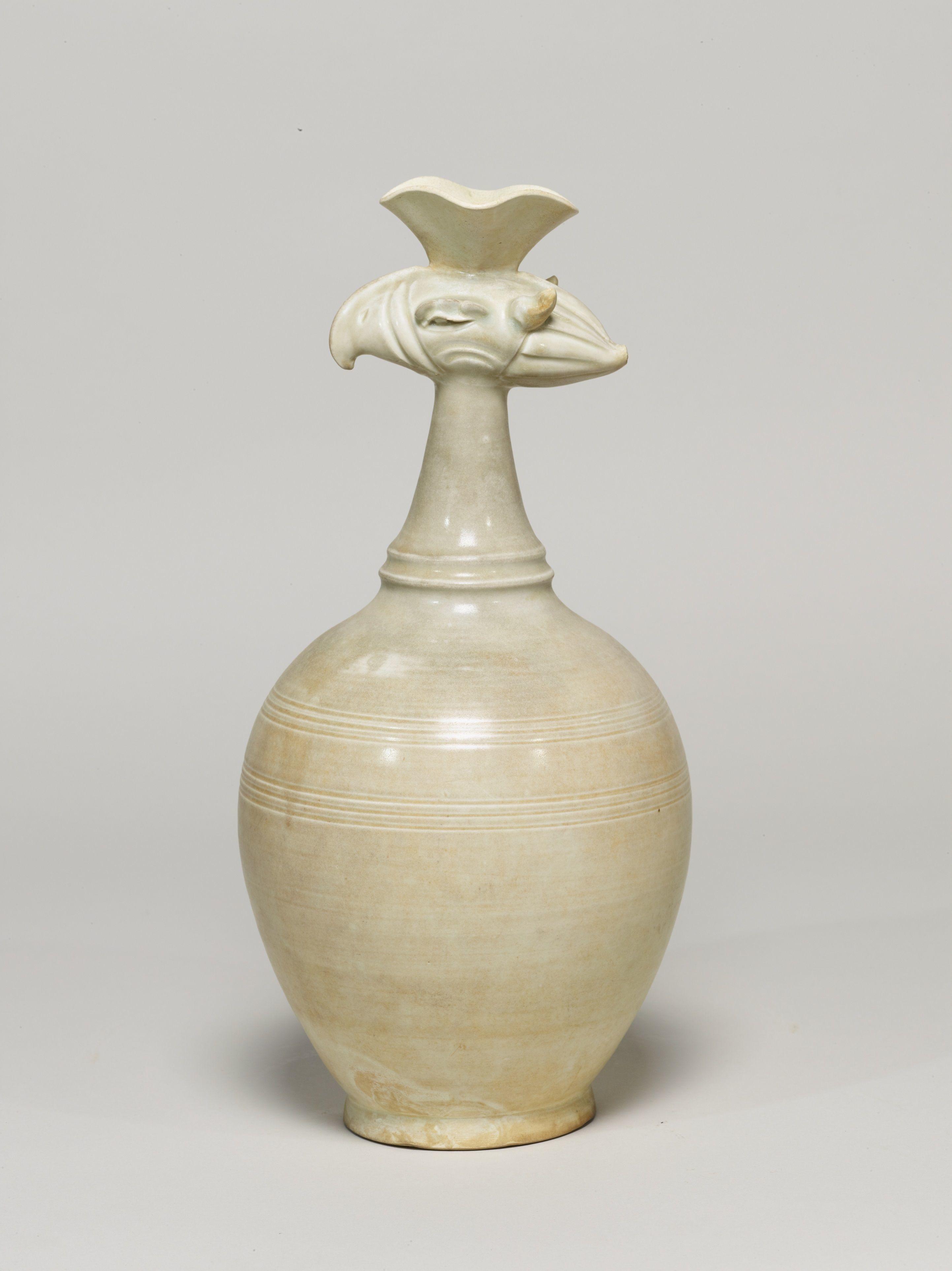白磁鳳首瓶 中国 北宋時代・11世紀  (展示期間:9月4日~12月25日)