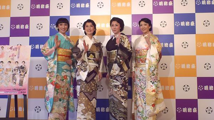 着物の柄も4人4様の美しさ。左から、水夏希、一路真輝、浅野ゆう子、瀬奈じゅん