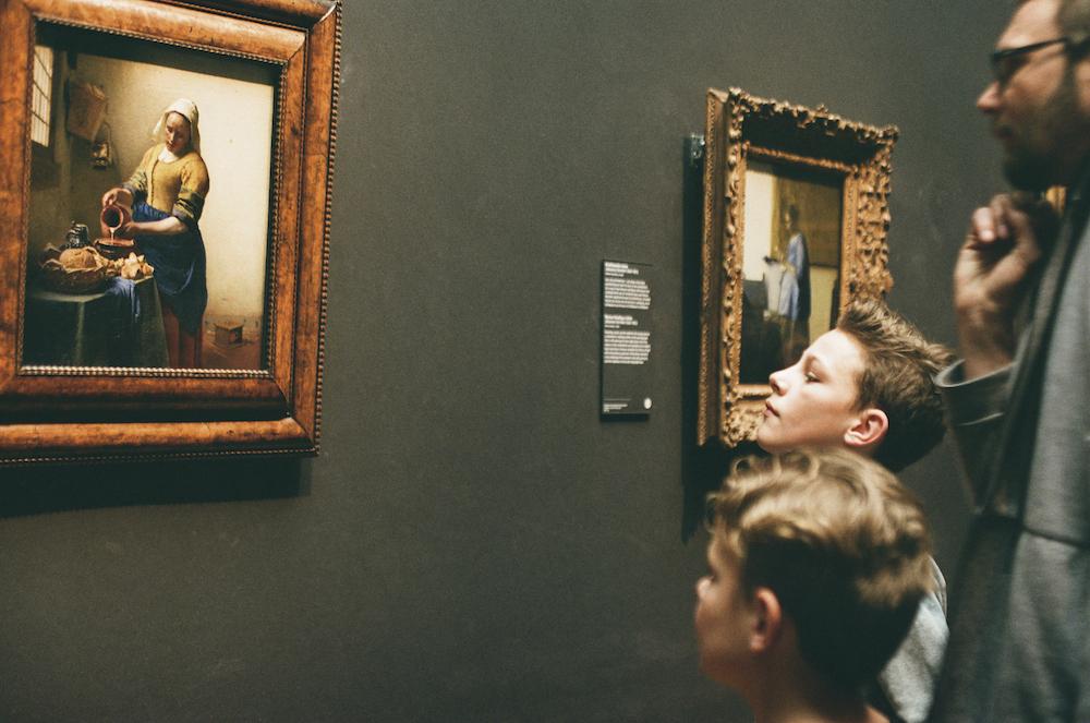 絵を見るまなざし。 (「牛乳を注ぐ女」アムステルダム国立美術館、 オランダ)