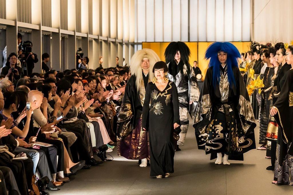 パフォーマンス「風神雷神」と ファッションショー