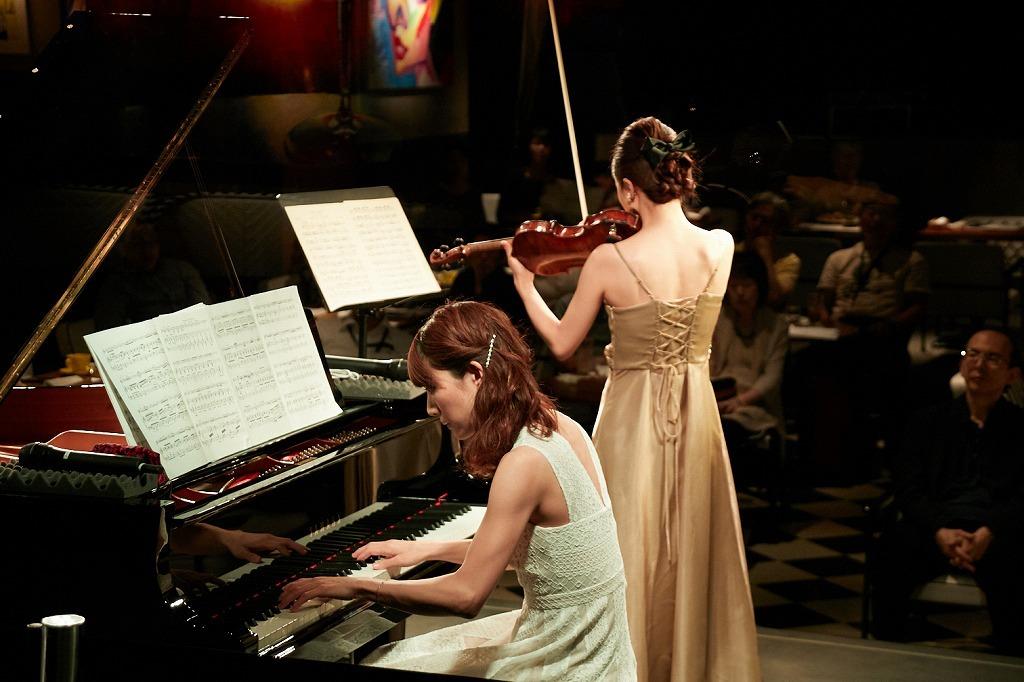 須藤千晴(ピアノ)、千葉清加(ヴァイオリン)