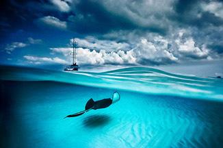 「空と海、アカエイと雲」デビット・デュビレ