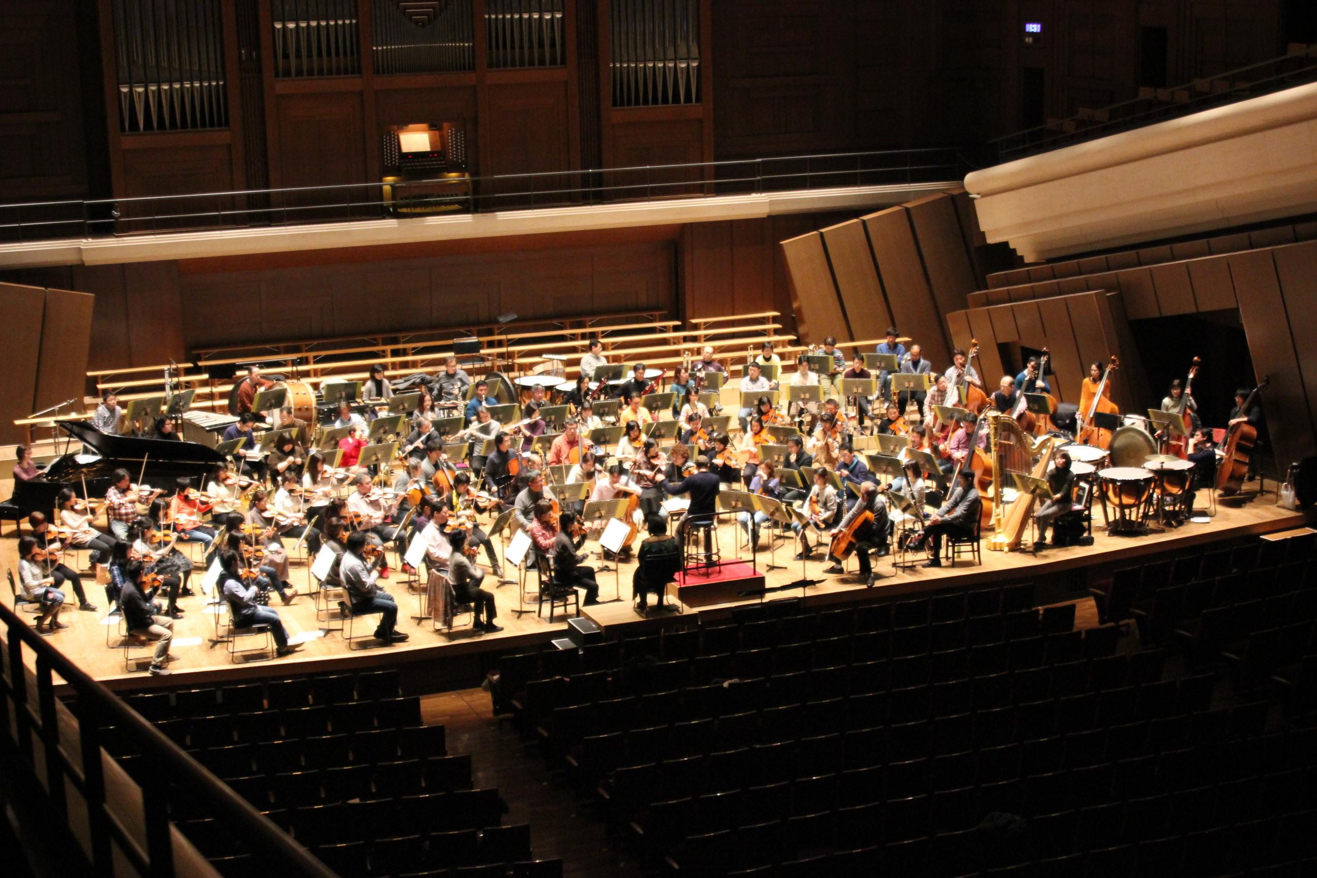 ステージ全景(新日本フィルハーモニー交響楽団 提供)