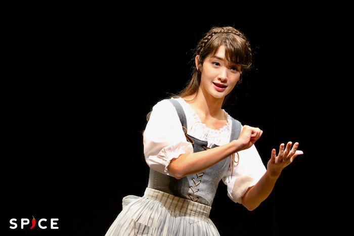 「今年1年を漢字1文字で振り返ると?」という問いには劇中の「歓喜の歌」の「喜」と答え、「喜べるような年じゃなかったかもしれないけれど、こうしてみなさんとお芝居ができて観に来てくださる方がいらっしゃるのは表現者としてすごく嬉しい」とコメント。