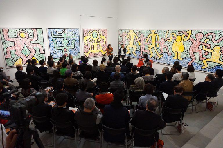 壁画に囲まれながらトークイベントは行われた。 All Keith Haring Works ©︎ Keith Haring Foundation