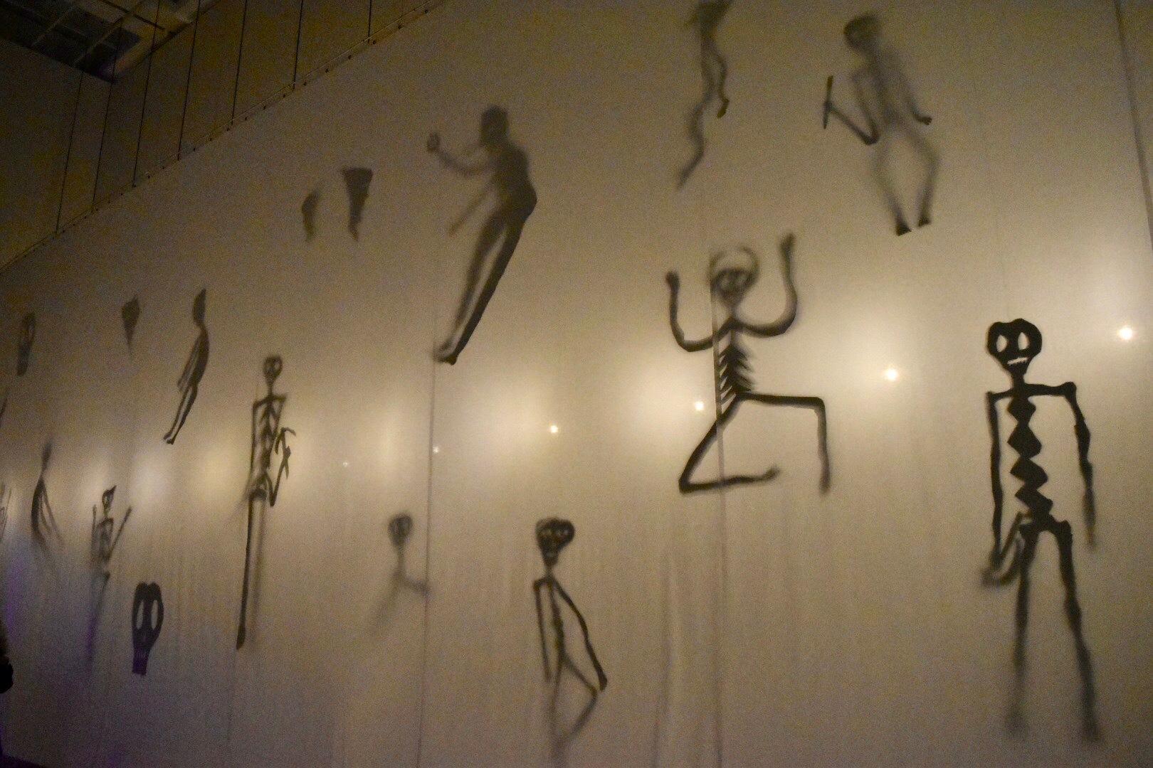 《幽霊の廊下》 2019年 「クリスチャン・ボルタンスキー −Lifetime」展 2019年 国立新美術館展示風景