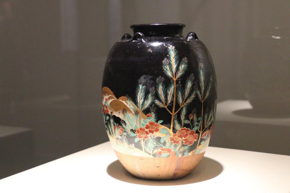 色絵若松図茶壺 仁清作 江戸時代・17世紀 文化庁蔵
