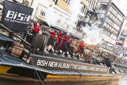 BiSH、黒い海賊船で大阪・道頓堀に襲来 ゲリラライブを敢行し「お騒がせしました、サンキュー!!」と去る