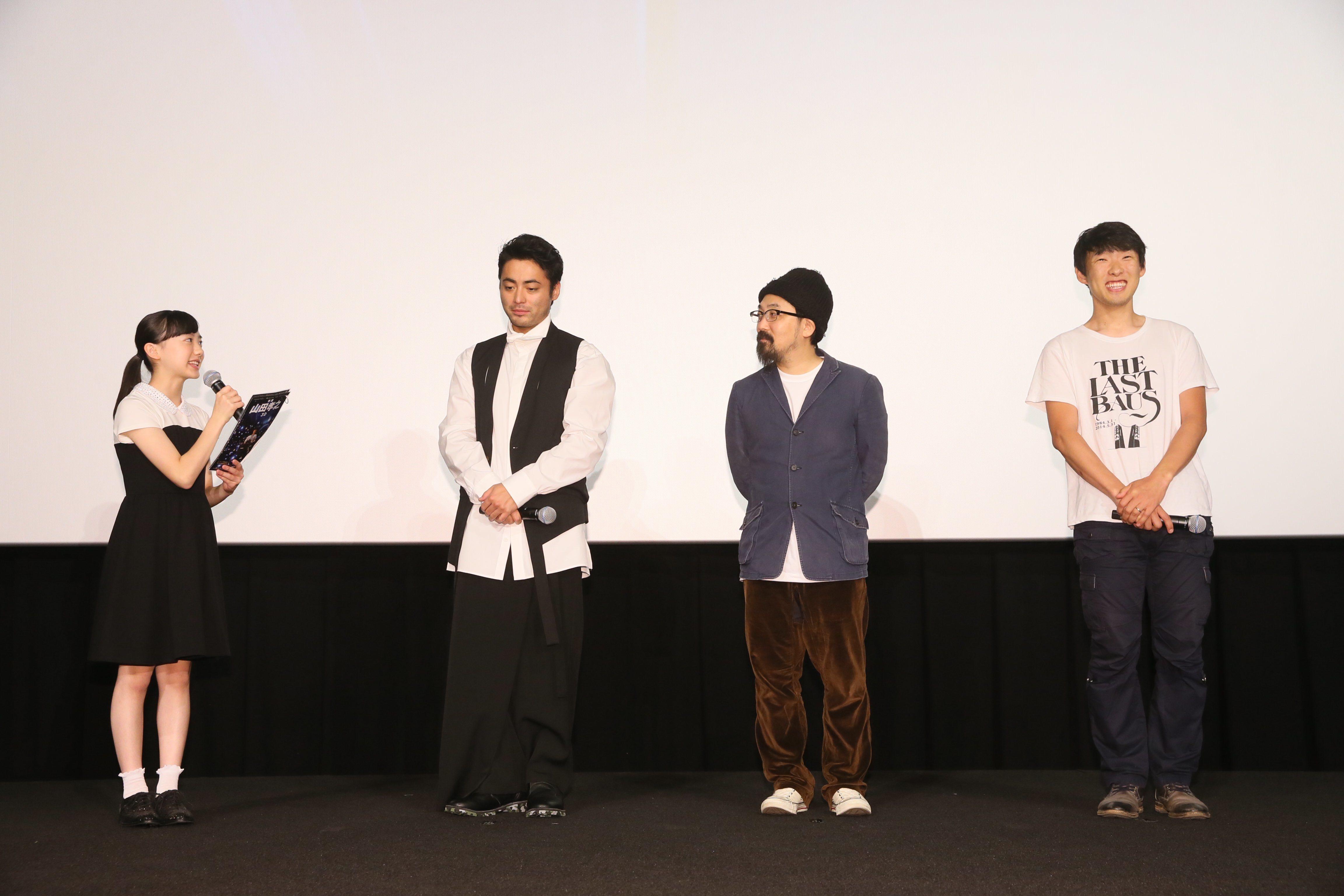 左から、司会をつとめる芦田愛菜、山田孝之、山下敦弘監督、松江哲明監督