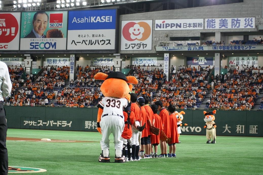 東京ドームのグラウンドに下りて、選手を間近で観られるチャンスだ ※画像はイメージ