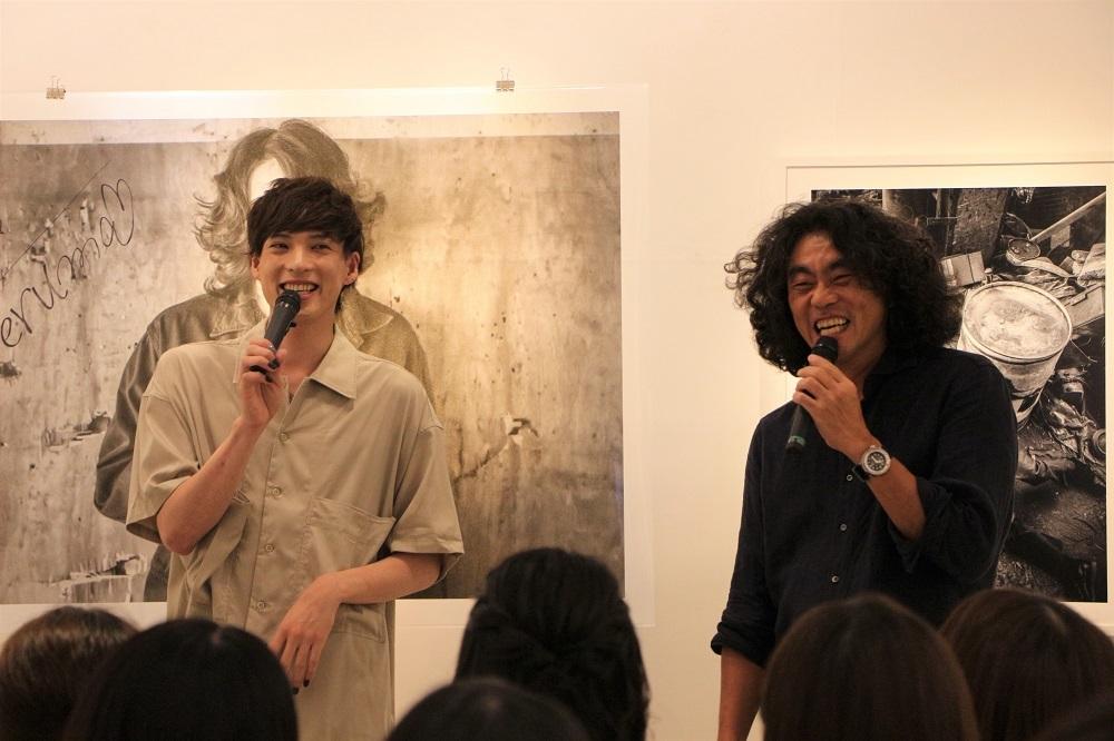 (左から)輝馬、松田忠雄