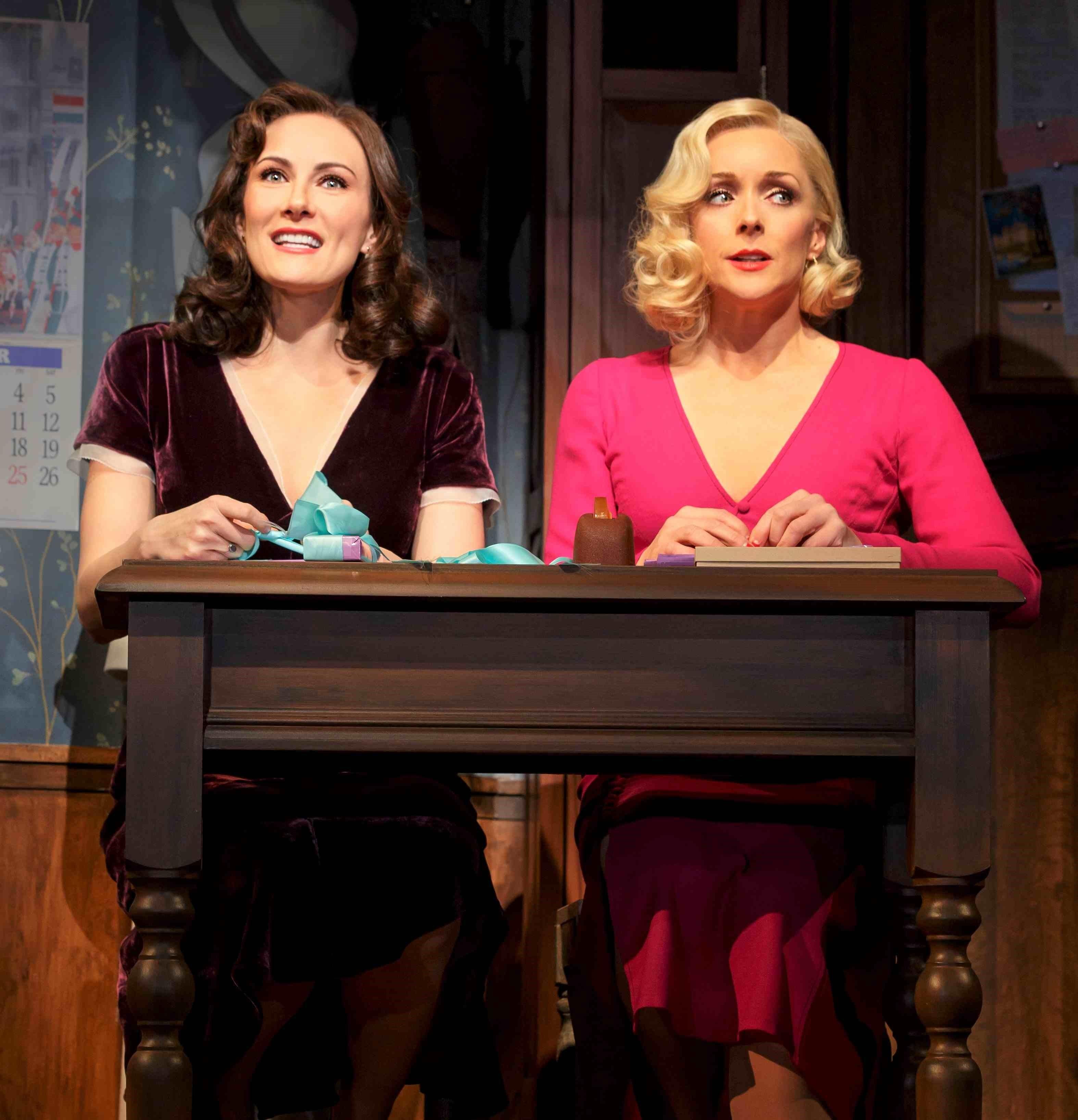 ジェーン・クラコウスキー(右)とベナンティ ©Joan Marcus