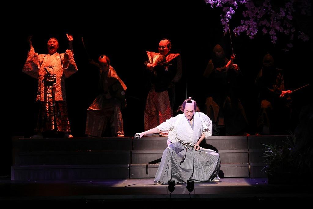 『陽だまりの樹』舞台写真  (C)舞台「陽だまりの樹」製作委員会/宮川舞子