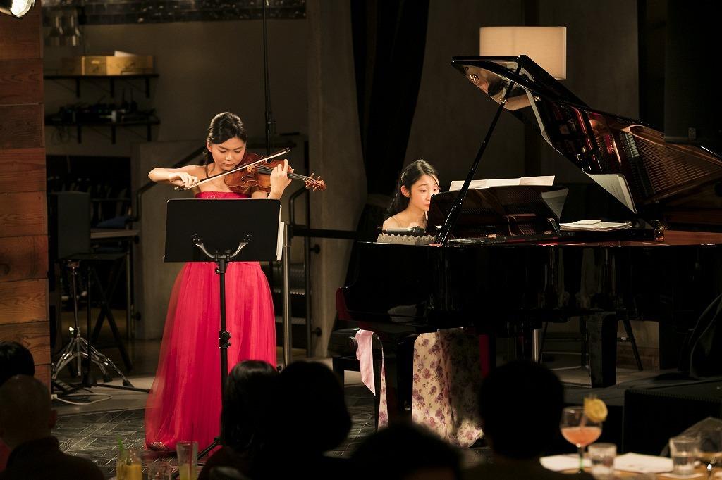 土岐祐奈(ヴァイオリン)、須関裕子(ピアノ)