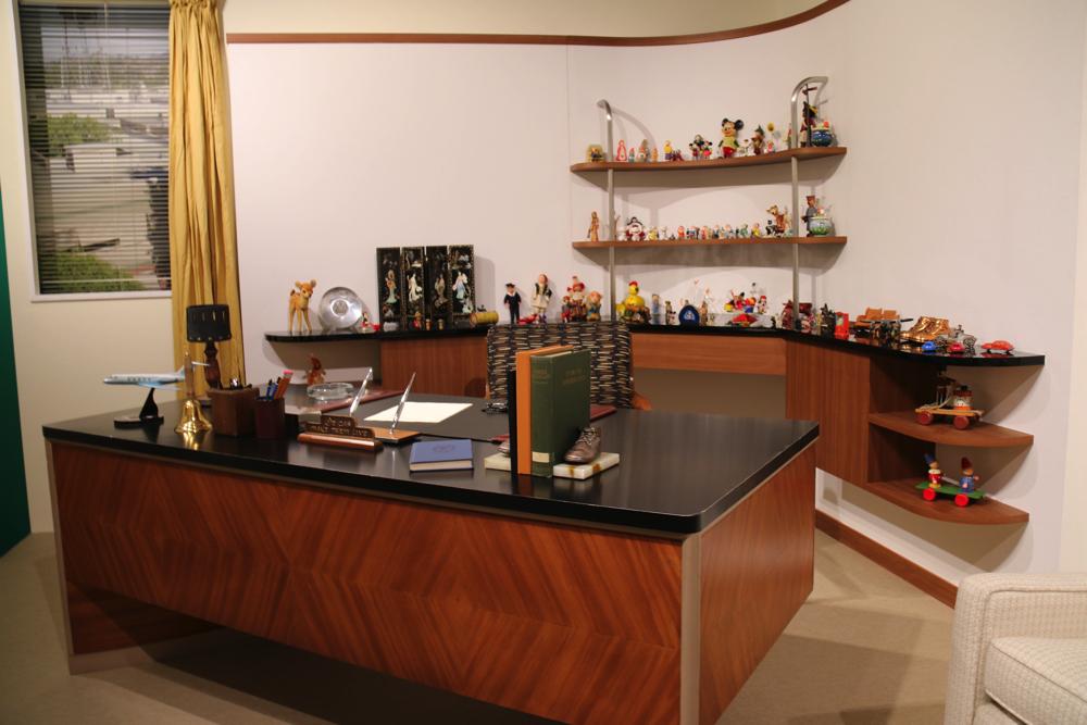 ウォルト・ディズニーの部屋を再現したデスク