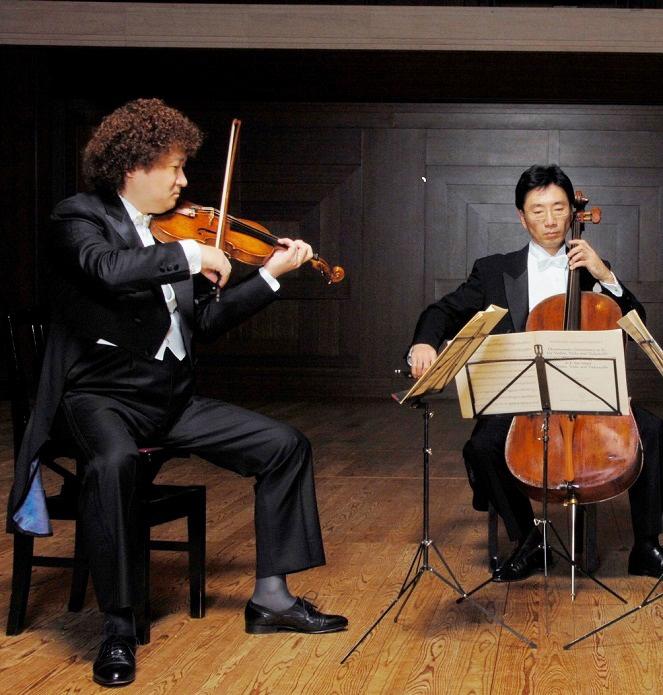 大阪フィルの首席客演コンマス崔文洙とチェロ首席客演奏者花崎薫の二重奏