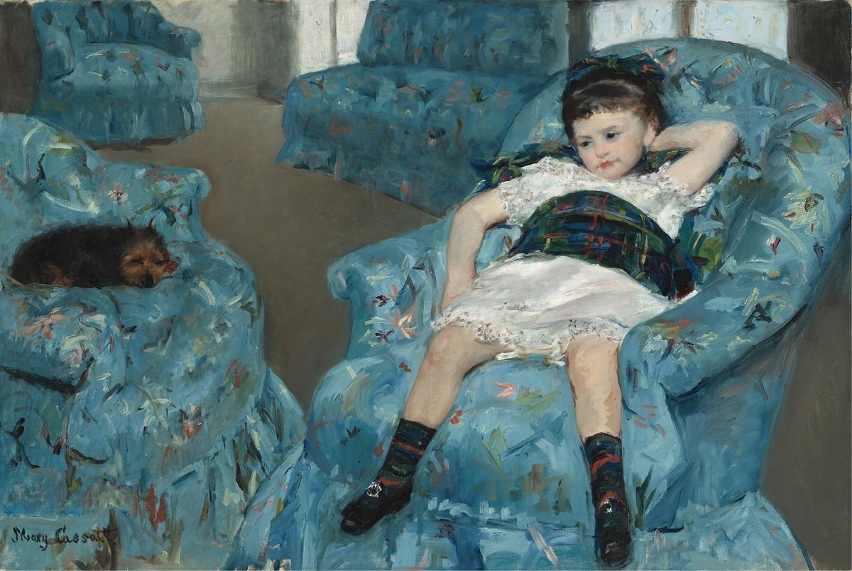 メアリー・カサット《青い肘掛け椅子に座る少女》1878年 油彩、カンヴァス 89.5×129.8cm  ワシントン・ナショナル・ギャラリーNational Gallery of Art, Washington,  Collection of Mr. and Mrs. Paul Mellon, 1983.1.18 Courtesy National Gallery of Art, Washington