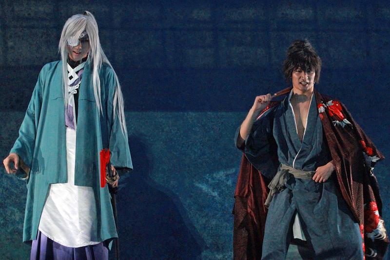 左:⼩坂涼太郎(伊達政宗 役)、右:伊万⾥有(真⽥幸村 役)