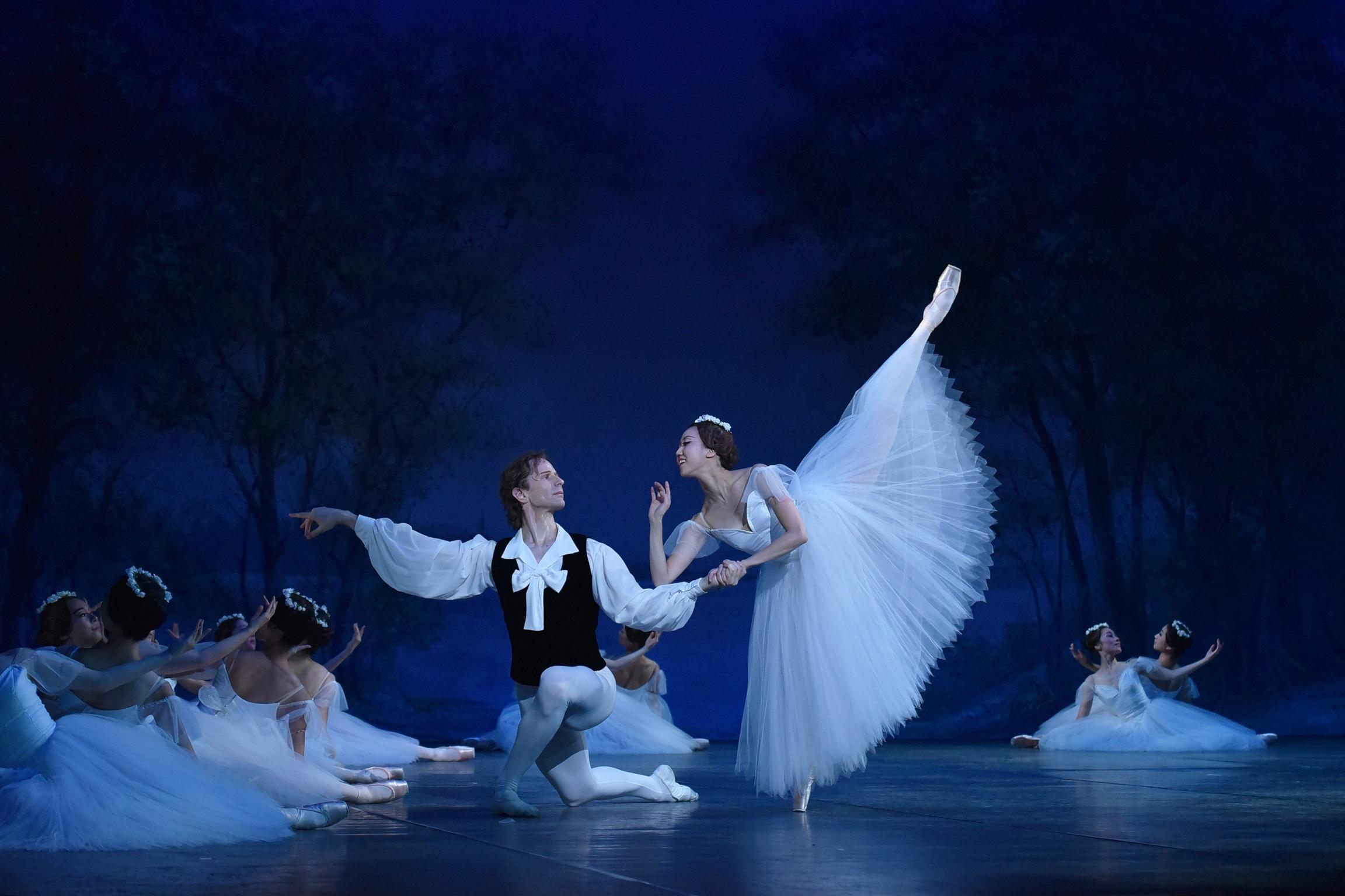 Ballet Company West Japan 第1回公演より『ショピニアーナ』 撮影:文元京香(テス大阪)
