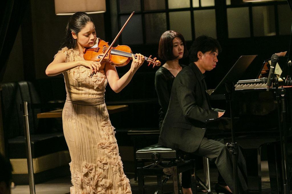 鈴木舞(Vn.)、齊藤一也(ピアノ)