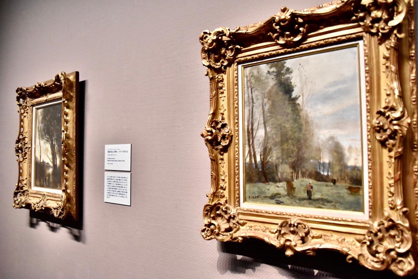 右:ジャン=バティスト・カミーユ・コロー 《牧場の休息地、農夫と三頭の雌牛》 1870-74年 吉野石膏コレクション