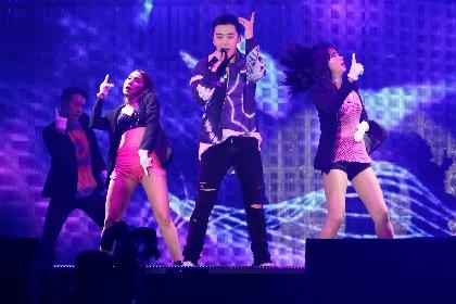V.I(from BIGBANG)、自身初のソロジャパンツアーが幕張メッセにて開幕 2時間全27曲のステージで3万人を魅了