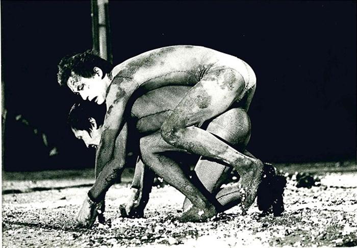 映画『足乃裏から冥王まで』より。この時代は松本雄吉も、役者として舞台に出演していた。
