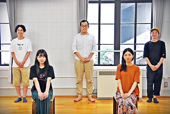 (左から)諸岡航平、藤谷理子、上田誠、早織、永野宗典。 [撮影]吉永美和子(人物すべて)