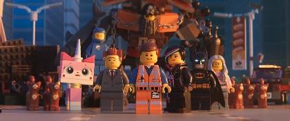 ベックとロビン、アンディ・サムバーグ率いるザ・ロンリー・アイランドがコラボ!『レゴ(R)ムービー2』オリジナルMV「Super Cool」