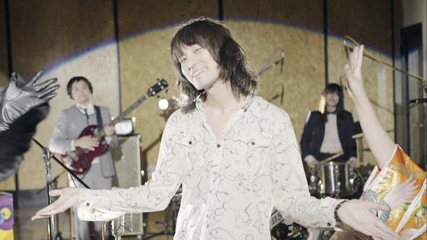 ドレスコーズ「贅沢とユーモア(STUDIO LIVE VIDEO)」のワンシーン。