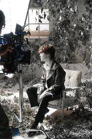 向井太一、アナログ手法で撮影された「僕のままで」MVのカラクリを解禁 舞台裏のオフショットも公開に