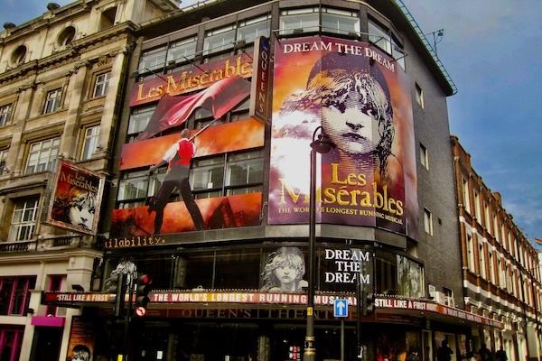 ロンドン・ウエストエンドのソンドハイム劇場(旧クイーンズ劇場)