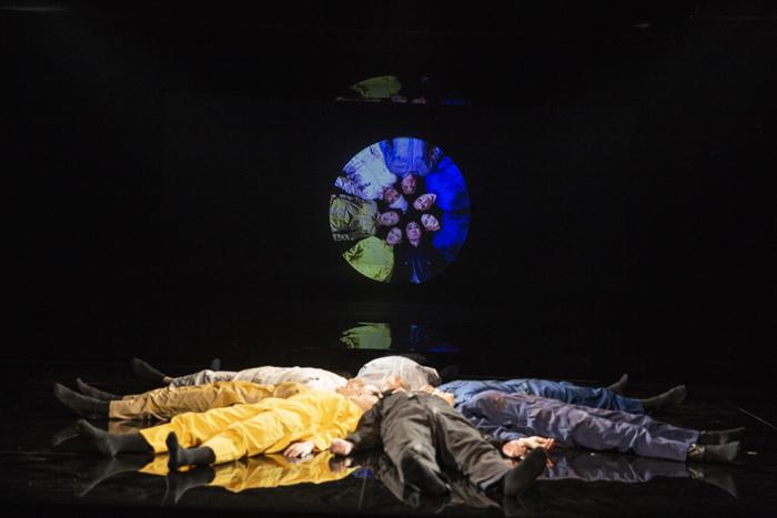 「おーい でてこーい」  (Photo by Nah Seung-yeol, provided by National Theater Company of Korea.)