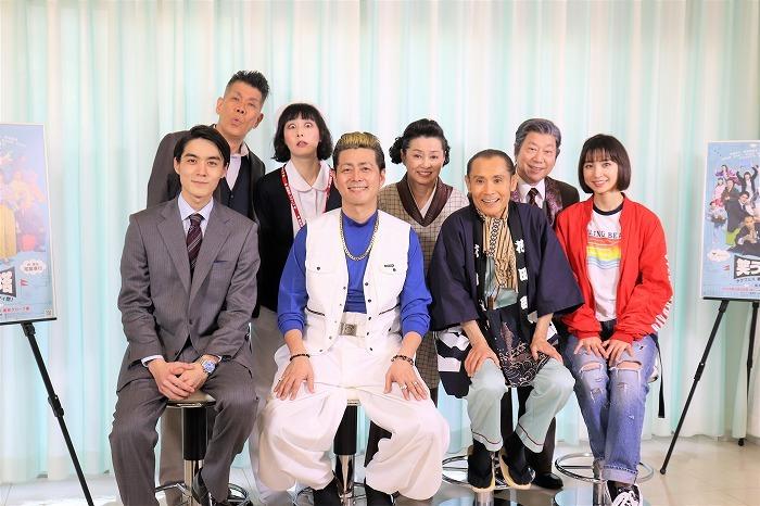 (左から)松本享恭、梅垣義明、鳥居みゆき、宅間孝行、かとうかず子、片岡鶴太郎、石井愃一、篠田麻里子