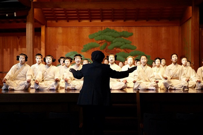 """""""東洋オペラ""""として舞台化された『古事記』を梅若能楽学院会館にて指揮するレオニード・アニシモフ"""