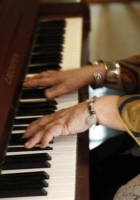 魂の音色を紡ぎだすフジコ・ヘミングの手