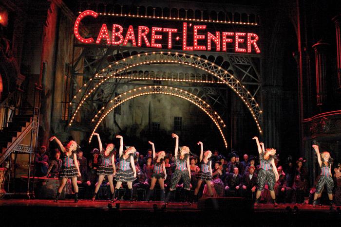 「ウィズイン・ザ・ゴールデン・アワー/シディ・ラルビ・シェルカウイ 新作 / フライト・パターン」「ファウスト」 The Royal Opera (c) ROH Catherine Ashmore (2011)  (c) ROH Catherine Ashmore (2011)