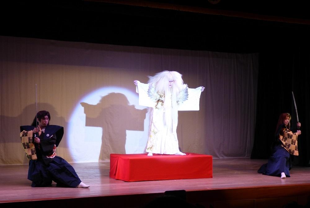 毎日の公演でそれぞれの芸を伸ばしていく。(ショー『鏡獅子』)