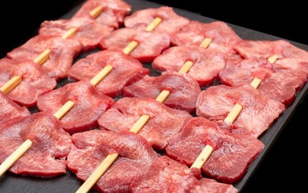 熟成牛タン串 1,000円(FMS Foods))熟成牛タン串…45日間にわたり低温熟成させて作り上げた絶品熟成肉