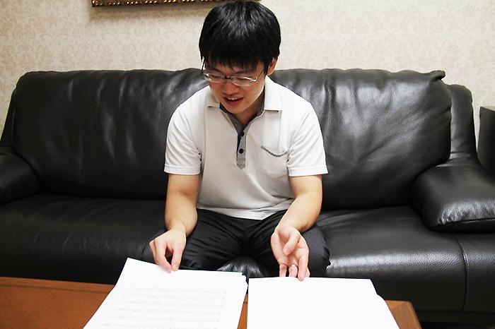 パート譜の問題点を丁寧に説明する太田弦 (C)h.isojima