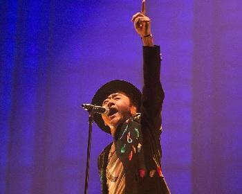 桑田佳祐 ライブ映像作品『がらくたライブ』に本人出演『ひよっこ 紅白特別編』と年越しライブの「若い広場」も収録