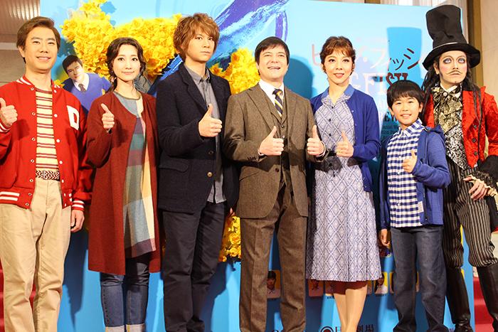 (左から)藤井隆、赤根那奈、浦井健治、川平慈英、霧矢大夢、赤根那奈、鈴木福、ROLLY