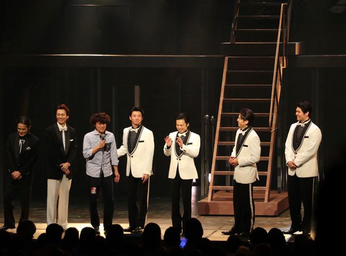 演出家 藤田俊太郎(左から3番目)