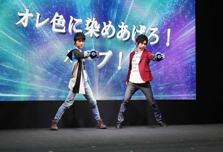 左から湊 イサミ役:小池亮介、湊 カツミ役:平田雄也
