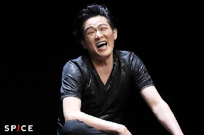 舞台『hymns(ヒムス)』11年ぶりの開演! 脚本・演出の鈴木勝秀「佐藤アツヒロはピンとくる役者なんです」