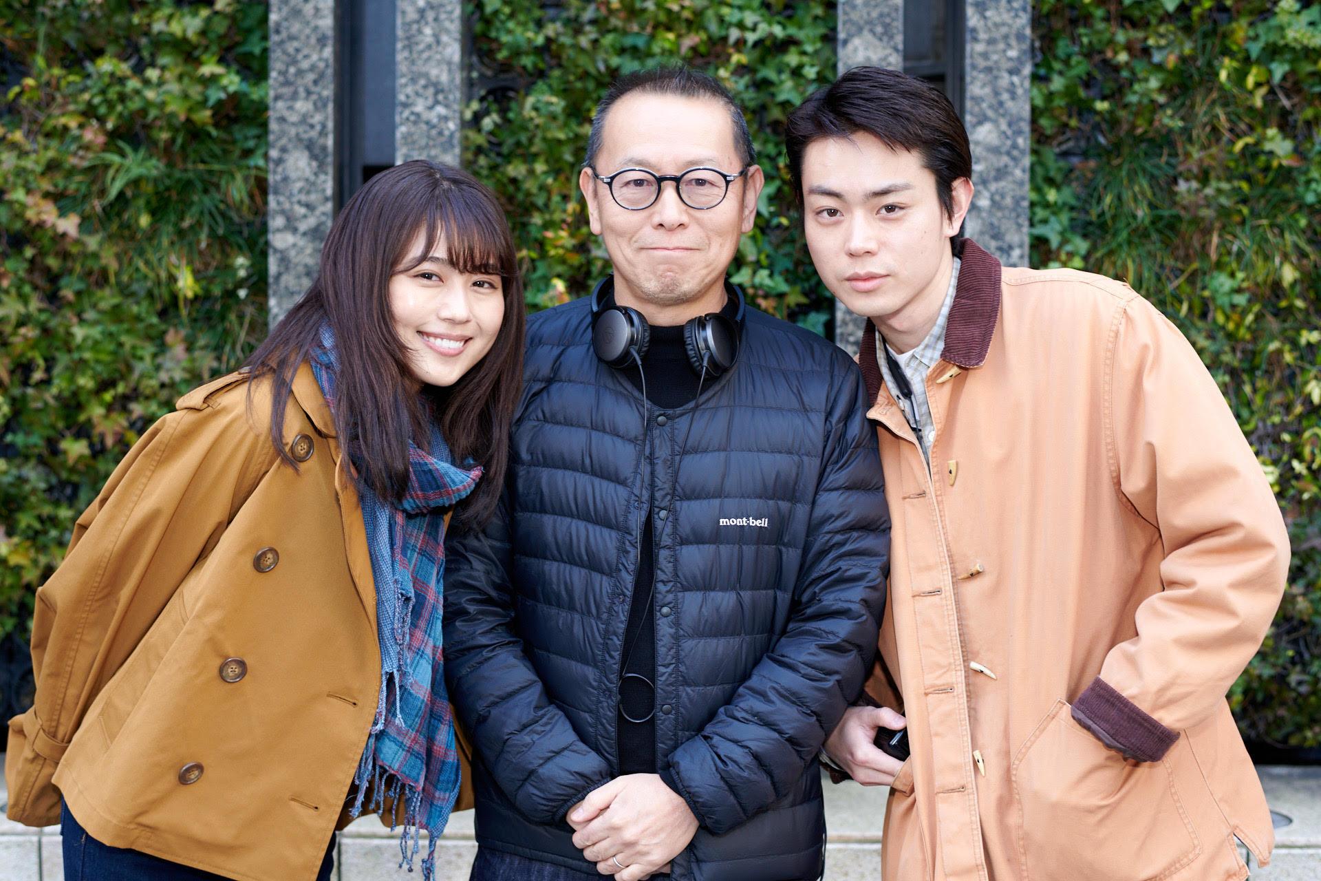 左から、有村架純、土井裕泰監督、菅田将暉 (C)2021『花束みたいな恋をした』製作委員会