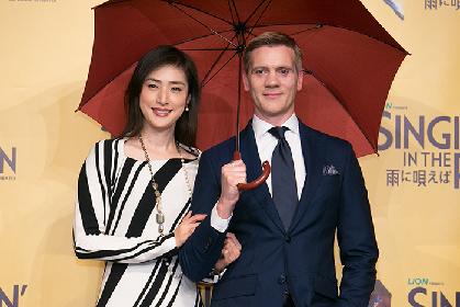 『SINGIN' IN THE RAIN~雨に唄えば~』アダム・クーパー来日会見に天海祐希が参加で大盛り上がり