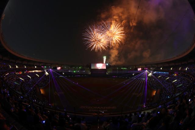 試合終了後には「スターライトハーモニー2019」を実施。スペシャルムービーの放映、レーザーによる演出と連動した1,000発の花火が楽しめる