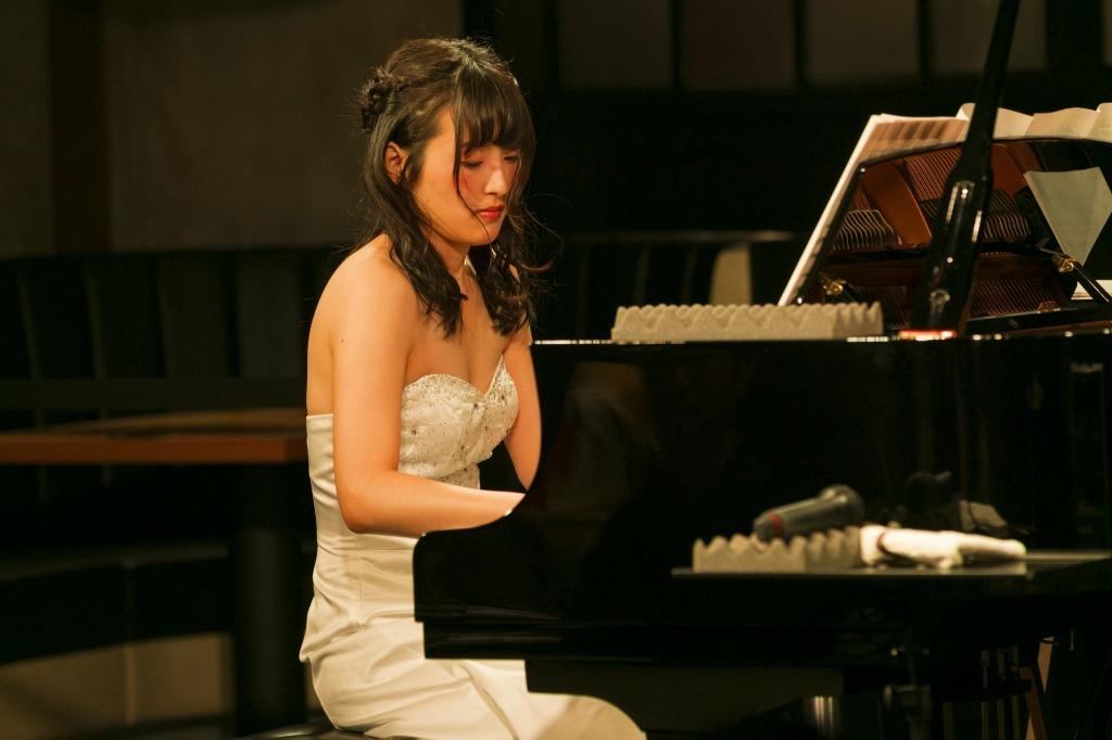 福井あや那(ピアノ)
